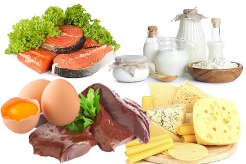 Получить витамин D можно через любую жирную рыбу (лосось, тунец, скумбрия), жирные молочные продукты, содержится в яйцах, сыре, говяжьей печени