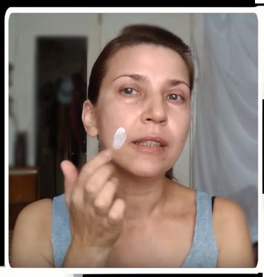 Косметика - это попытка обеспечить кожу питательными веществами, но огромная молекула коллагена не может проникнуть через кожу внутрь